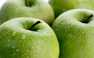 Close up of apples with water droplets